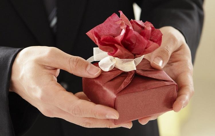szakítás utáni mi legyen az ajándékkal